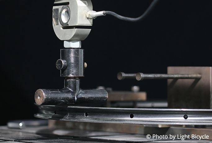 carbon-rim-lateral-stiffness-test.jpeg